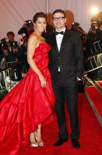"""Singer Justin Timberlake and actress Jessica Biel arrive for the Metropolitan Museum of Art Costume Institute Gala, """"The Model As Muse: Embodying Fashion"""" in New York, May 4, 2009.     REUTERS/Eric Thayer (UNITED STATES ENTERTAINMENT FASHION)"""