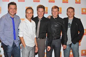 Ekipa Jak oni śpiewają. Największe gwiazdy Polsatu przyjechały na konferencję białym Hummerem