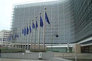 Praca administracji unijnej? Wystarcz� dwa j�zyki i zapa�