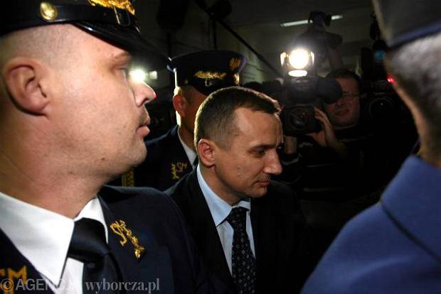 Wiceszef ABW Jacek Mąka (w środku)