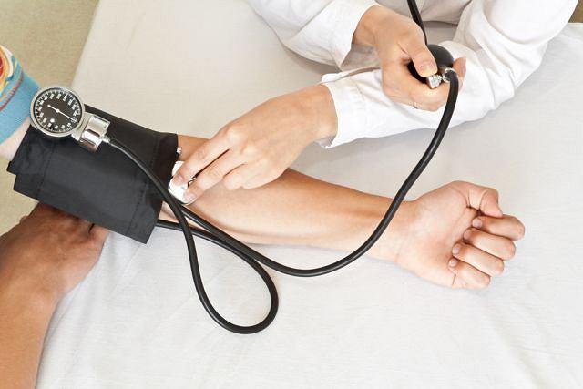 Osoby cierpiące na nadciśnienie powinny je kontrolować systematycznie, najlepiej w warunkach domowych