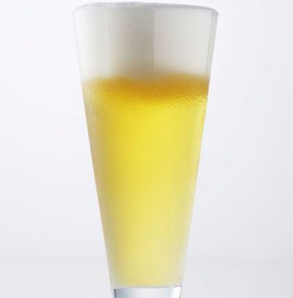 Alkohol w dużych ilościach może szkodzić zdrowiu.