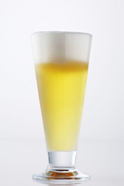 Alkohol w du�ych ilo�ciach mo�e szkodzi� zdrowiu.