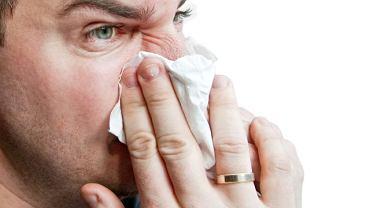 Gdy zapalenie wirusowe trwa już kilka dni i nie widać poprawy najlepiej udać się do lekarza.