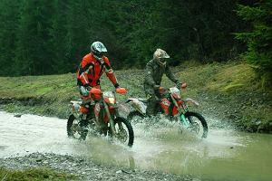 KTM 450 EXC (4T) i KTM 250 EXC (2T) - test