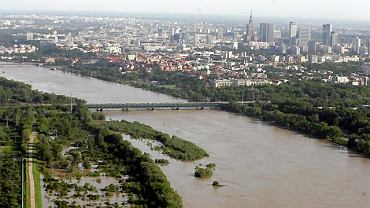 Woda w Wiśle w Warszawie w czasie powodzi osiągnęła poziom, którego nie obserwowano od lat.