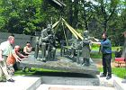 Pi�sudski jeszcze nie mia� takiego pomnika - na fotelu