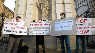 Warszawa, rok 2010, Uniwersytet Warszawski, pikieta Studenckiego Komitetu Przeciwko Homoseksualnej Propagandzie