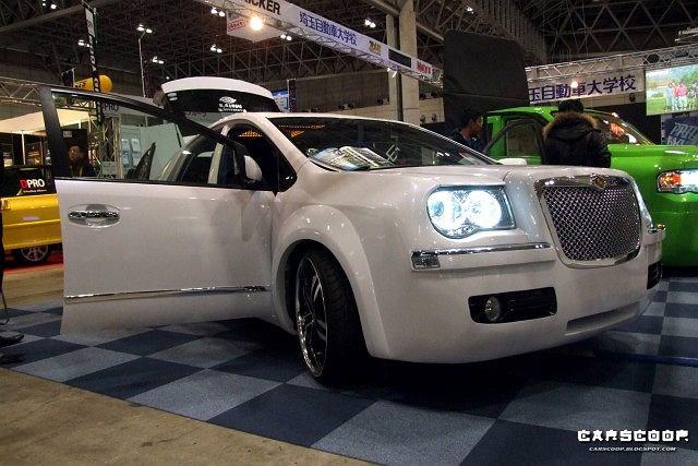 Toyota Prius z twarzą Chryslera 300C