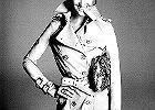 Fryzury w stylu lat 60. Candice Swanepoel we włoskim Vogue