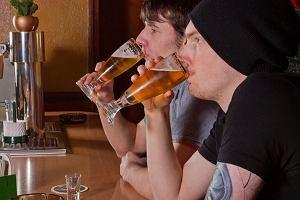 Raport: Polacy piją dwa razy więcej niż reszta świata