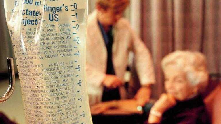 Odwodnienie. W przypadku odwodnienia należy niezwłocznie podać płyny - drogą doustną lub, w cięższych przypadkach, dożylnie za pomocą kroplówki