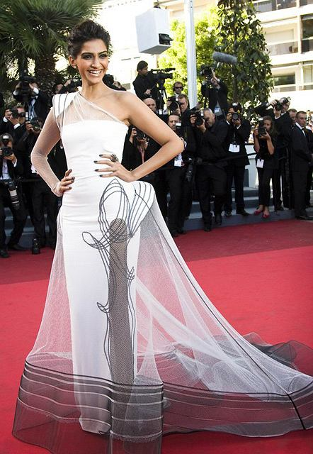 Arrivals for 'The Artist' premiere at 64th Cannes Film Festival, France.  Pictured: Li Bing Bing