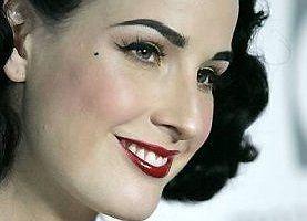 Dita Von Teese i jej sposoby przyciemniania brwi
