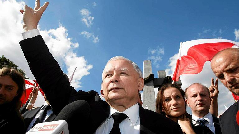 Jarosław Kaczyński pod pomnikiem Poznańskiego Czerwca