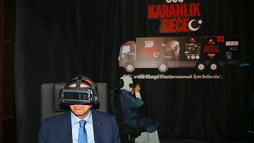 Prezydent Erdogan odwiedza multimedialną wystawę poświęconą rocznicy puczu