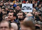 """Słowacy żądają przedterminowych wyborów. Znów tysiące ludzi na ulicach. Bo """"Fico jest jak Meciar"""""""