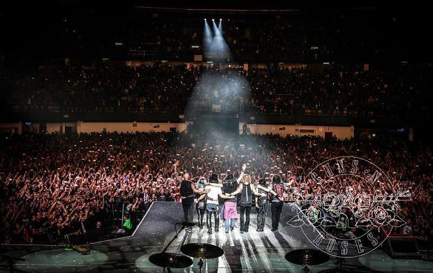 W 2017 roku, odbędzie się w Polsce wiele niesamowitych koncertów, które dadzą wszystkim mnóstwo niesłychanej energii. Bez wątpienia ten rok pozostanie w pamięci na długo, ponieważ od dawna nie zdarzyło się, aby w naszym kraju wystąpiło, aż tyle gwiazd światowego formatu. Warto sprawdzić, które muzyczne wydarzenia cieszą się największym zainteresowaniem. Oto 5 koncertów, które, trzeba zobaczyć!