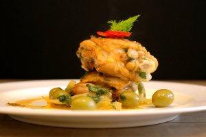 Kurczak duszony z oliwkami i koprem w�oskim
