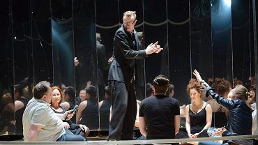 Spektakl 'Lalka' w reżyserii Wojciecha Farugi w Teatrze Powszechnym