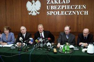 23 kwietnia 2002 r. Konferencja prasowa w Zakładzie Ubezpieczeń Społecznych z udziałem przedstawicieli Prokomu (dzisiaj Asseco), wykonawcy systemu komputerowego w ZUS.