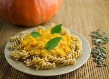 Makaron pełnoziarnisty z dyniowo-serowym sosem - ugotuj