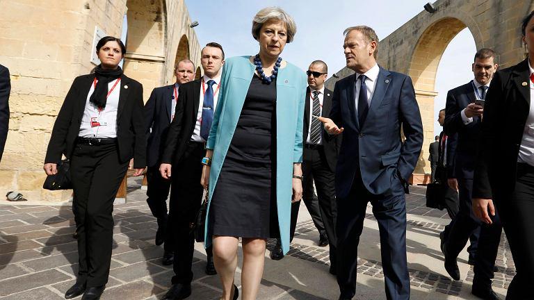 Donald Tusk podczas rozmowy z premier Wielkiej Brytanii Theresą May