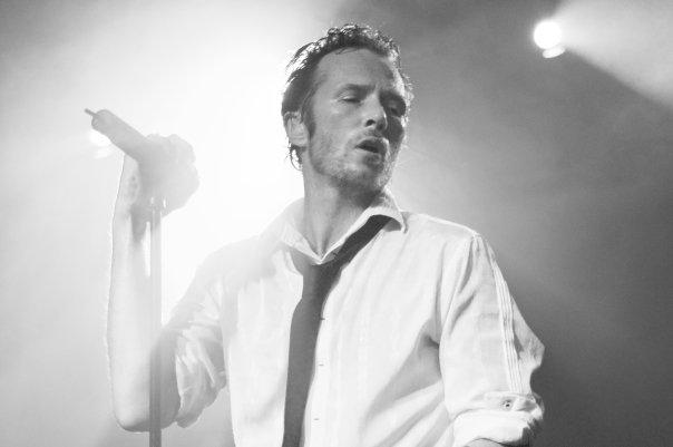Charyzmatyczny wokalista, znany z występów z grupami Stone Temple Pilots i Velvet Revolver, zmarł wczoraj tuż przed swoim koncertem.