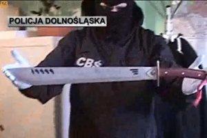 Pseudokibice zatrzymani przez CBŚ - zabezpieczono narkotyki, dopalacze, noże i maczety