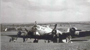 Boeing B-17 Ladająca Forteca po wylądowaniu w Zgórsku