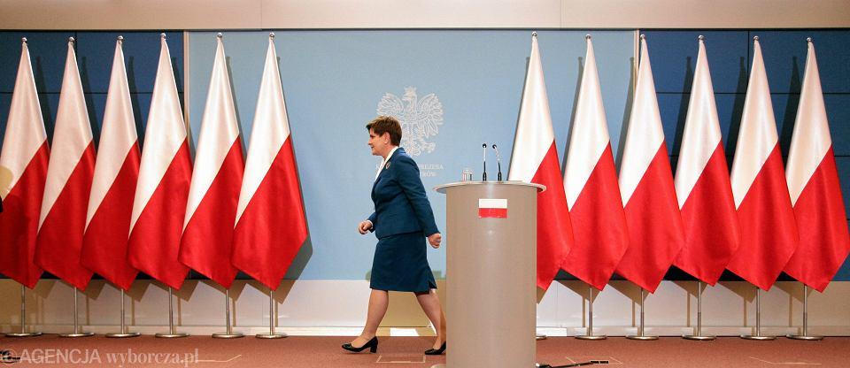 Listopad 2015, Kancelaria Prezesa Rady Ministrów, konferencja prasowa po pierwszym roboczym posiedzeniu rządu - bez usuniętych demonstracyjnie unijnych flag
