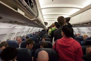 10 trik�w, jak w klasie ekonomicznej w samolocie poczu� si� jak w pierwszej