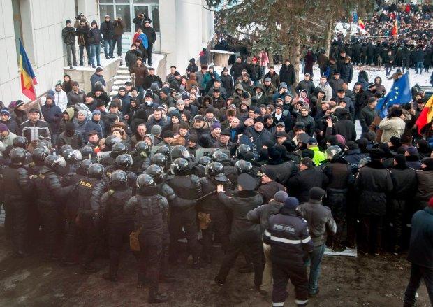 Demonstracja pod siedzib� rz�du Mo�dawii, Kiszyni�w.