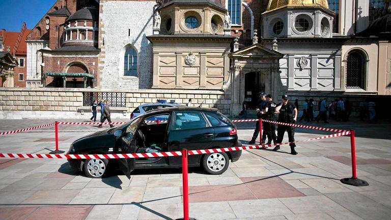 Seat ibiza, którym na Wawel wjechał 48-latek z siekierą