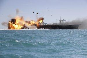Iran zatopi� replik� ameryka�skiego lotniskowca