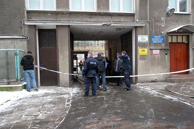 Akcja policji i stra�y po�arnej w kamienicy przy Grochowskiej w Warszawie