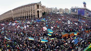 Niedzielne popołudnie w Kijowie, luty 2014. Takich tłumów nie było na Majdanie od pomarańczowej rewolucji w 2004 r.