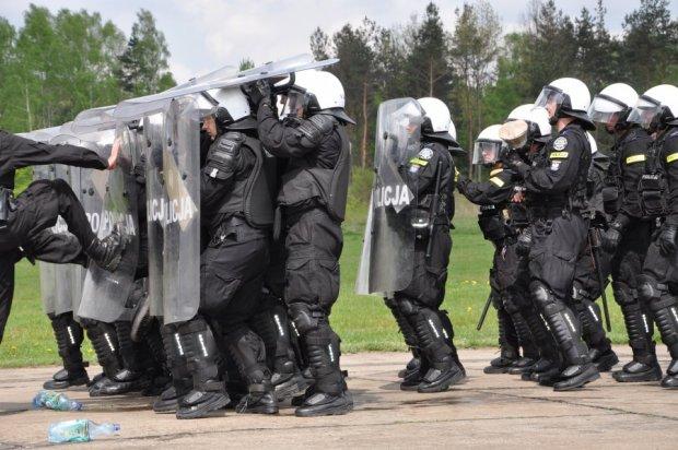 Chuliga�ski atak na lotnisko w Rudnikach. Cz�onk�w bandy wy�apano