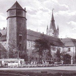 Sowieci chcieli zrobi� na z�o�� Niemcom. Zburzyli ten zabytkowy zamek i zbudowali koszmarek