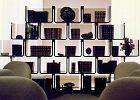 Elysée. Regał modułowy. Półki w kształcie litery U można ustawiać jedną na drugiej lub obok siebie, konstruując mebel dostosowany do potrzeb użytkownika.