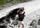 Artysta wnosi kamienie na Rysy. Chce, �eby by�y wy�sze