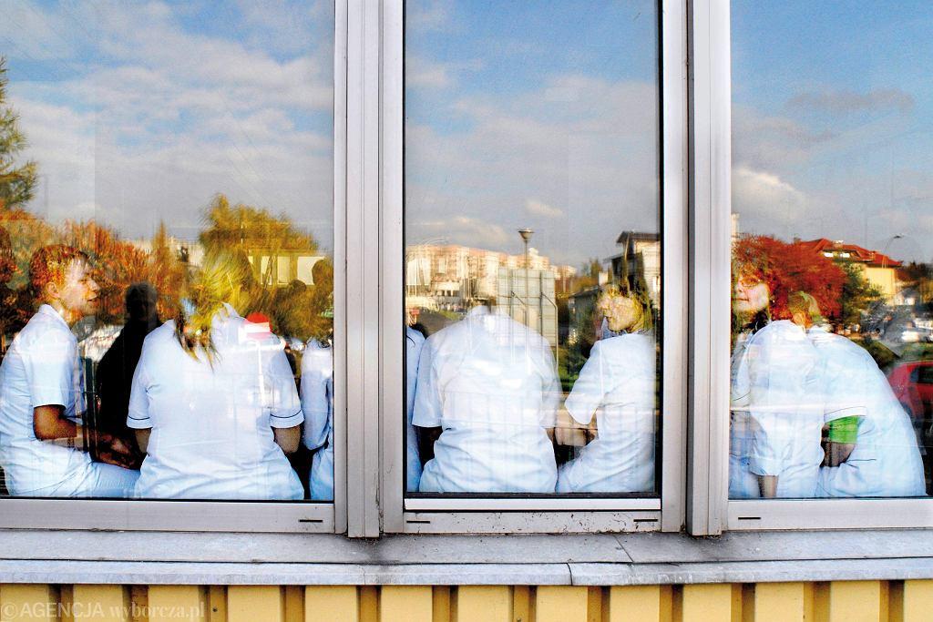 Wynagrodzenie Doroty nie jest wyjątkowo niskie wśród pielęgniarek. To raczej przeciętna płaca (fot. Krzysztof Koch / Agencja Gazeta / zdjęcie ilustracyjne)