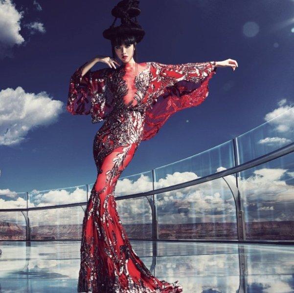 Zorganizowa�a pokazy mody na Wie�y Eiffla i w Wielkim Kanionie. Dla tej modelki ca�y �wiat jest wybiegiem