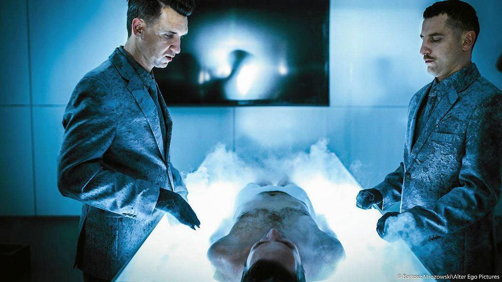 'Człowiek z magicznym pudełkiem', reżyseria Bodo Kox / Bartosz Mrozowski