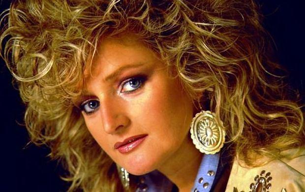 Bonnie Tyler, gwiazda światowego formatu powraca na scenę. Będziemy mogli ją zobaczyć już w sobotę w konkursie Eurowizji. Zobacz jak się zmieniała!