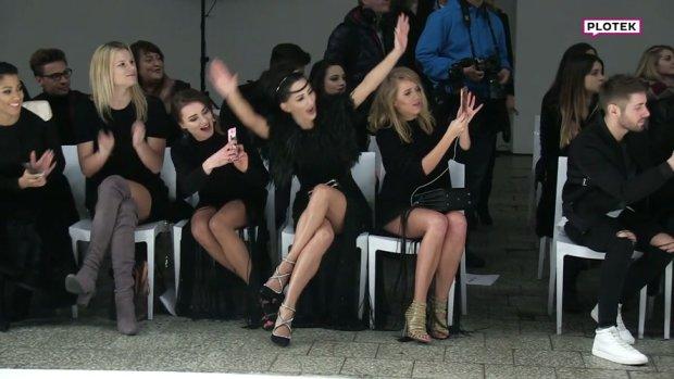 Justyna Steczkowska na pokazie mody Tomaotomo siedziała w pierwszym rzędzie z w towarzystwie blogerek Maffashion i Jessiki Mercedes. Gdy na wybiegu pojawił się projektant Tomasz Olejniczak, wokalistka zareagowała bardzo entuzjastycznie. Musicie to zobaczyć!