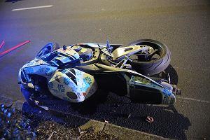 Motocyklistka zginęła na al. Jana Pawła II. Uderzyła głową w drzewo