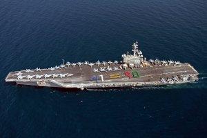 Ameryka�ski lotniskowiec p�ynie do Zatoki Perskiej. USA w��cz� si� zn�w w konflikt w Iraku?