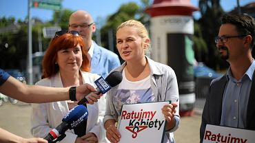 """Inicjatywa """"Ratujmy kobiety"""" Barbary Nowackiej złożyła wczoraj w Sejmie obywatelski projekt liberalizacji ustawy antyaborcyjnej"""