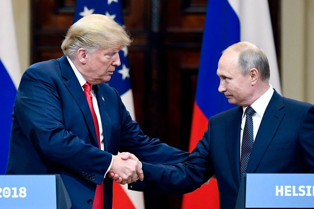 Donald Trump i Władimir Putin na wspólnej konferencji prasowej /